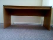 Стол для руководителя прямоугольный б/у в хорошем состоянии. Цвет